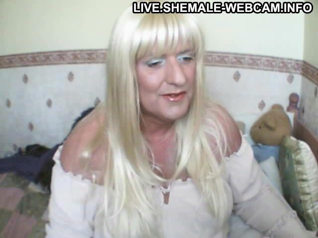 Uk2002 New Zealander Healthy Green Eyes Brown Hair Caucasian