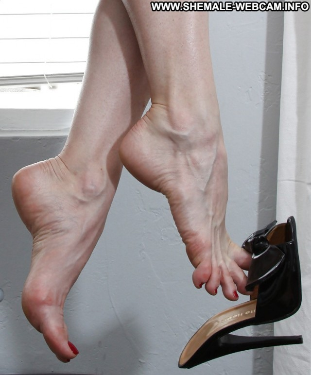 Lesleigh Private Pics Cumshot Nude Heels Feet Transexual Close Up